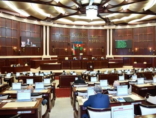 Азай Гулиев требует повысить зарплату военнослужащим в Карабахе, а Рази Нуруллаев сетует на проблемы предпринимателей