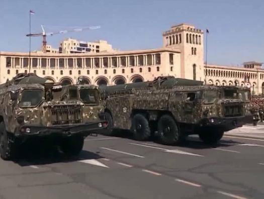 Ильхам Алиев призвал Россию забрать «Искандеры» из Армении