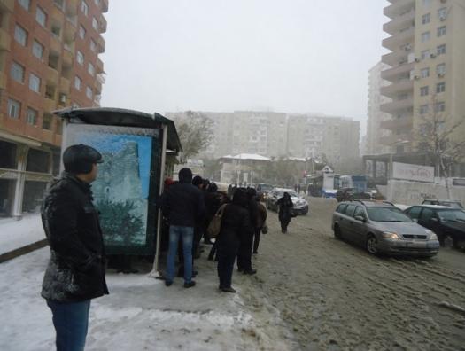 Сжальтесь над Баку, небеса! Не надо больше снега
