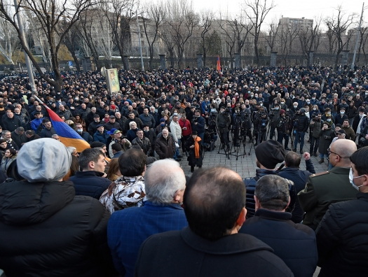 Оппозиция Армении требует срочной встречи с президентом