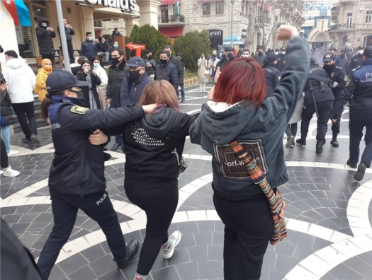 Люксембург-заде и Цеткинли протестуют на улицах Баку
