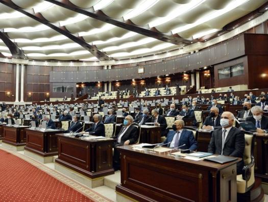 Шквал депутатских запросов Али Асадову... а вице-спикер не назвал имя министра