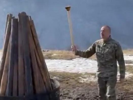 Ильхам Алиев зажег праздничный костер на Джыдырдюзю