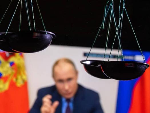 На одной чаше весов – детище Путина, на другой – престиж США