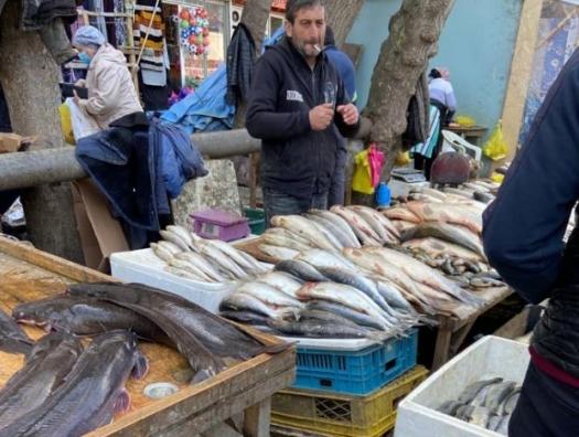 Рыбные рынки Баку: свадеб нет, цены падают