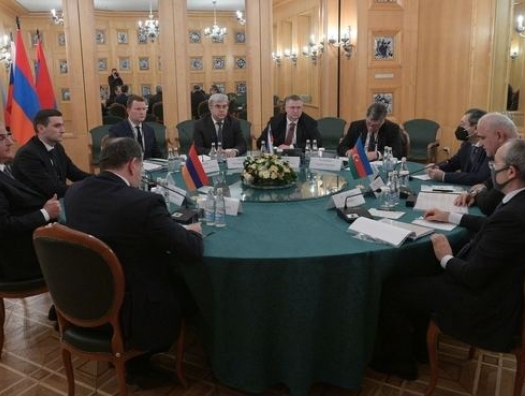 Москва: участники трехсторонней группы по Карабаху постоянно находятся на связи