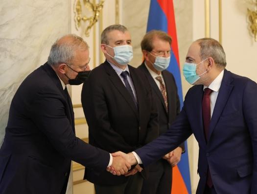 Французский депутат приехал в Ереван и призвал к санкциям против Азербайджана