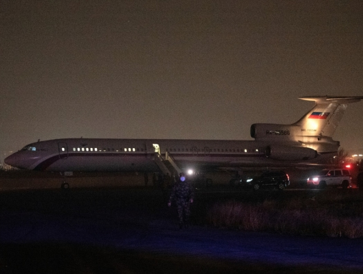 Самолет с армянскими военнослужащими прибыл из Баку в Ереван