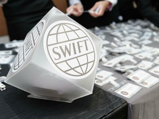 А России не страшен шантаж SWIFT