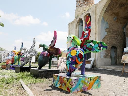Художники Международного фестиваля создали на освобожденных территориях модели «Харыбюльбюль»