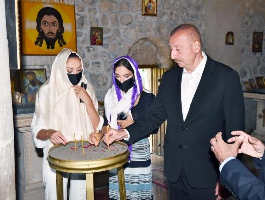 Ильхам Алиев спросил у удинов: «Это албанский крест?»