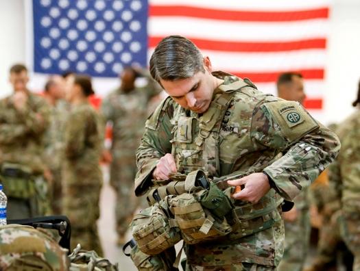 Офицер США рассказал о «засилье марксистов» в армии и был отстранен
