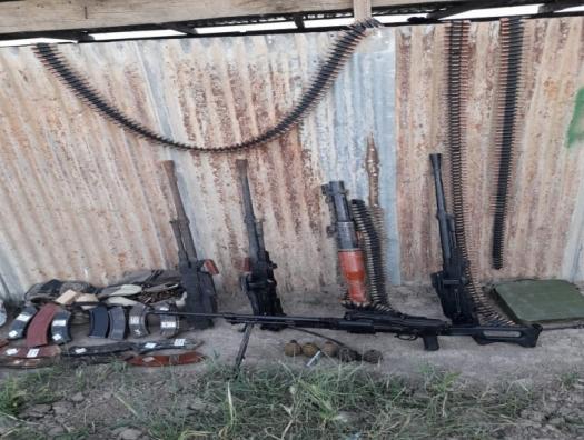 На освобожденных землях продолжают находить брошенное армянами оружие