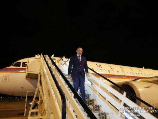 Пашинян бросил Россию и улетел в Париж