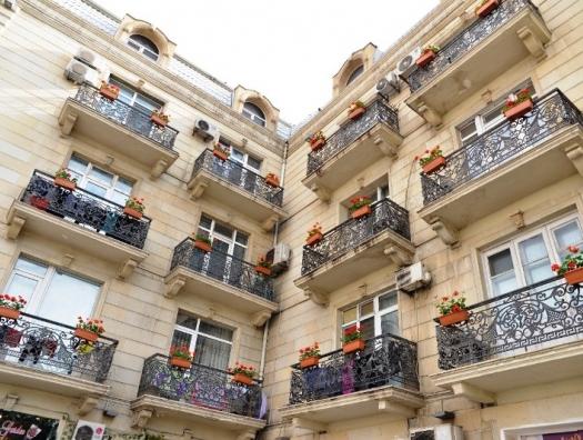 Мэрия развивает старую добрую советскую традицию: цветы на балконах