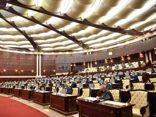 Кажется, Милли Меджлис превращается в настоящий парламент. Депутаты начали не соглашаться