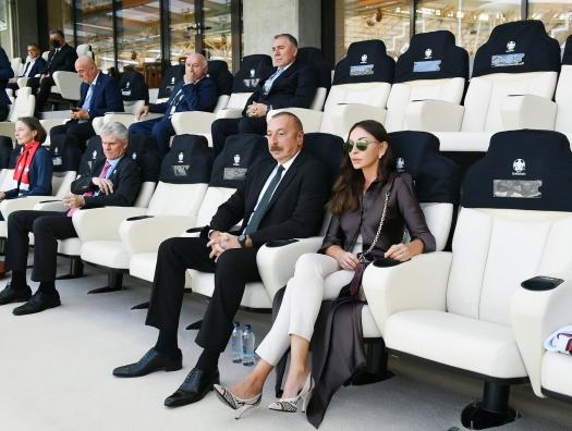 Ильхам и Мехрибан Алиевы наблюдали за матчем Уэльс - Швейцария на Бакинском Олимпийском стадионе