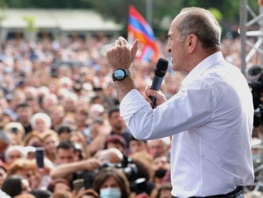 Кочарян обещает армянам Гадрут и дырку от бублика