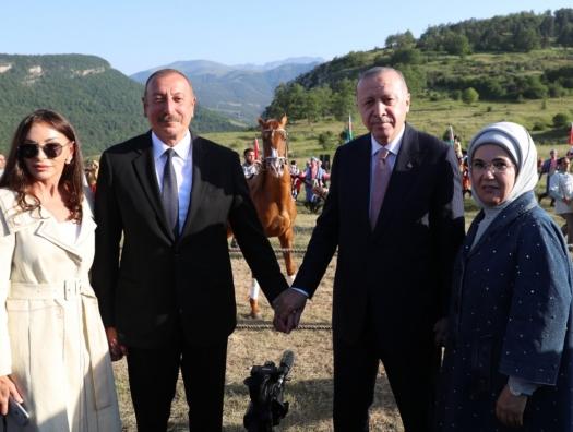 Эрдоган поделился фотографией с Джыдыр дюзю