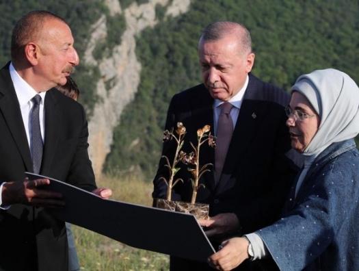 Турция как бы сказала всем: «Кто пойдет на Азербайджан!..»