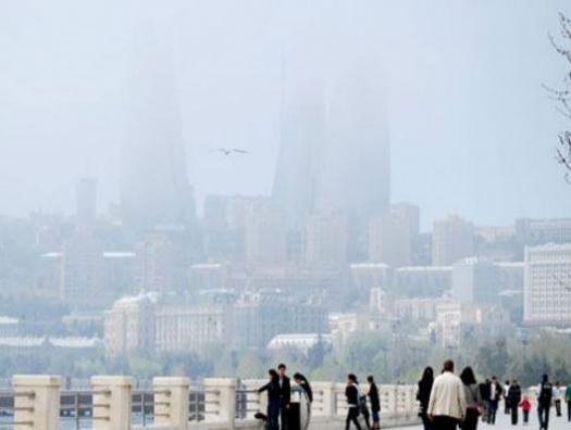 Баку накрыл пыльный туман