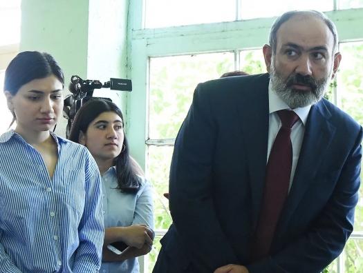 ЦИК Армении: Пашинян оставил Кочаряна далеко позади