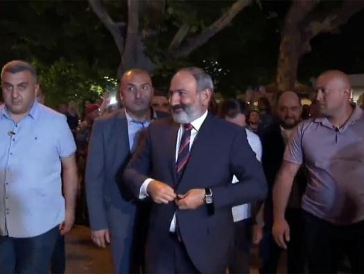 """Пашинян приехал в офис своей партии: """"Это - стальная революция!"""""""
