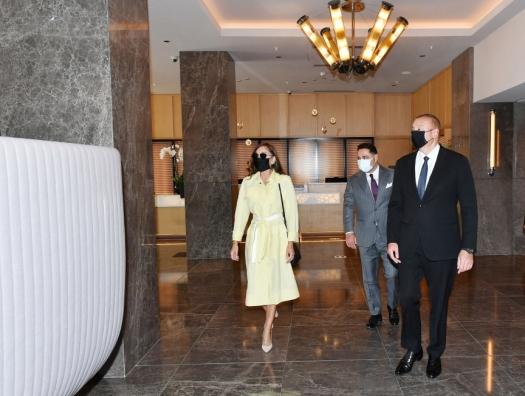Ильхам и Мехрибан Алиевы на открытии отеля Courtyard by Marriott Baku