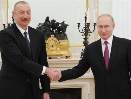 Три папки на столе у Путина и Алиева