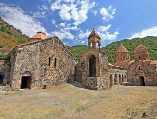 Армянские священнослужители ушли из Кельбаджара навсегда