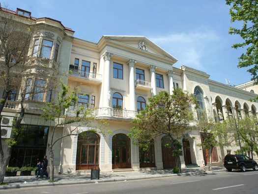 Куда пропали скульптуры «Кузнеца» и «Молотобойца» с фасада Союза композиторов Азербайджана?