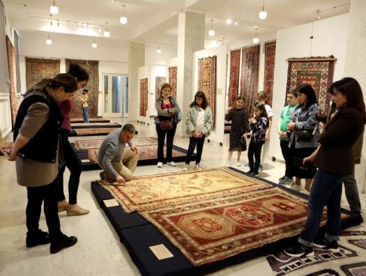 Haqqin.az расспросил старых бакинских армян и услышал: «У нас дома были персидские, арабские и азербайджанские ковры»