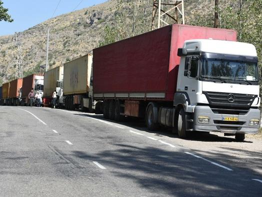 Иранские грузовики объезжают Азербайджан через труднопроходимую дорогу