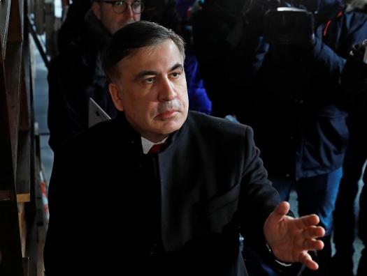 Украинец Саакашвили остался дома, грузин – прилетел и сел