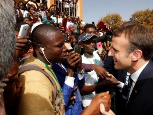 Макрон настойчиво просит Африку о любви, но не встречает взаимности