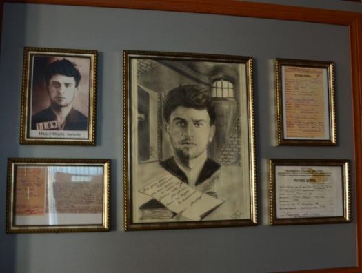 Турист пришел в музеи Мушвига, Низами и Бакиханова… Всё на азербайджанском языке. Турист повернулся и ушел