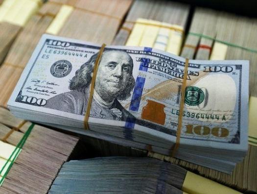 Доллар подрывает свои позиции и…  может ударить по манату