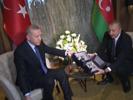 Эрдоган подарил Ильхаму Алиеву часы