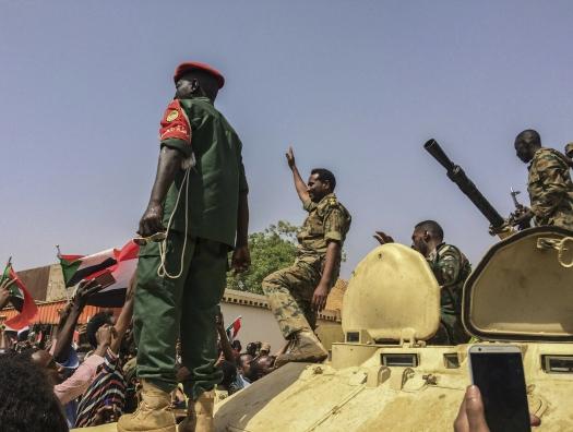 Как же изменился мир! Военные перевороты вместо цветных революций