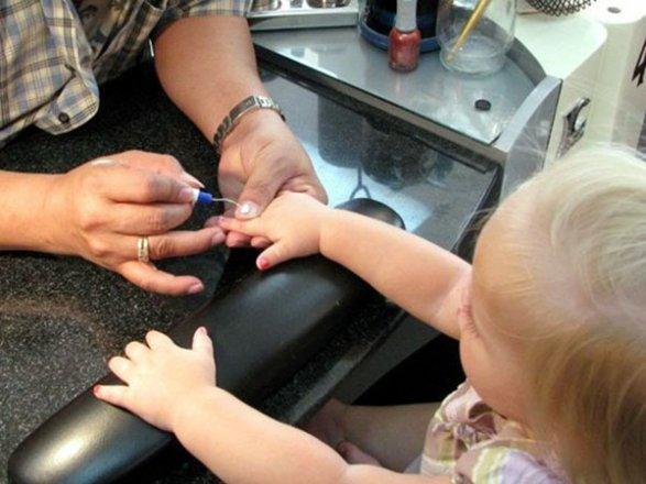Почему нельзя детям красить ногти