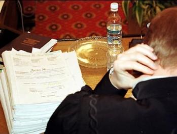Впервые: Суд над азербайджанским судьей. Имена министров и чиновников (haqqin.az из зала суда)