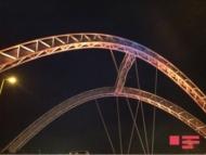 В Баку молодой парень пытается броситься с моста (фото) (обновлено)