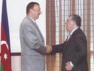 Игрушечный Аббасов против реального Алиева