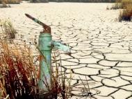 Нефть дешевеет, а вода дорожает